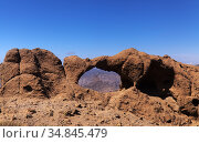 Gran Canaria, landscape of the central part of the island, stone arch called Ventana del Bentayga, Bentayga window. Also called Camel and Elephant kissing, due to its curious shape. Стоковое фото, фотограф Tamara Kulikova / Фотобанк Лори