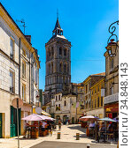 Cognac street viw with bell tower of Saint Leger Church. Стоковое фото, фотограф Яков Филимонов / Фотобанк Лори