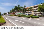 Kota Kinabalu street view, Jalan K.K. Bypass (2019 год). Редакционное фото, фотограф EugeneSergeev / Фотобанк Лори