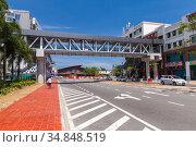 Overhead pedestrian crossing, footbridge. Malaysia (2019 год). Редакционное фото, фотограф EugeneSergeev / Фотобанк Лори