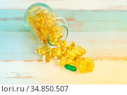 One green Pill medicine stand out from yellow pills and spilling out... Стоковое фото, фотограф Zoonar.com/Vichaya Kiatying-Angsulee / easy Fotostock / Фотобанк Лори