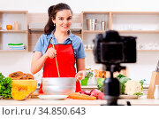 Young female vegetarian recording video for her blog. Стоковое фото, фотограф Zoonar.com/Elnur Amikishiyev / easy Fotostock / Фотобанк Лори