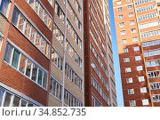 Walls of high-rise apartment buildings and the sky between them. Стоковое фото, фотограф Евгений Харитонов / Фотобанк Лори