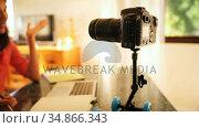 Female blogger recording her video 4k. Стоковое видео, агентство Wavebreak Media / Фотобанк Лори