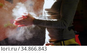 Woman dusting chalk powder from her hands at bouldering gym 4k. Стоковое видео, агентство Wavebreak Media / Фотобанк Лори