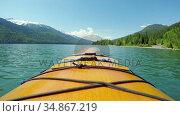 Tourist rowing a boat in the river 4k. Стоковое видео, агентство Wavebreak Media / Фотобанк Лори