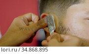 Barber trimming client hair with straight razor at barber shop 4k. Стоковое видео, агентство Wavebreak Media / Фотобанк Лори