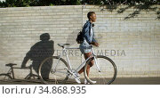 Woman walking with bicycle in city street 4k. Стоковое видео, агентство Wavebreak Media / Фотобанк Лори