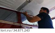 Engineer removing fuel form fuel tank drain valve 4k. Стоковое видео, агентство Wavebreak Media / Фотобанк Лори