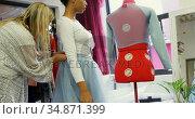 Fashion designer adjusting dress to customer 4k. Стоковое видео, агентство Wavebreak Media / Фотобанк Лори