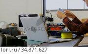 Mechanic checking chain ring in workshop 4k. Стоковое видео, агентство Wavebreak Media / Фотобанк Лори