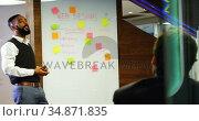 Executive discussing on glass whiteboard 4k. Стоковое видео, агентство Wavebreak Media / Фотобанк Лори