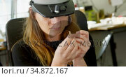 Female jewelry designer working in workshop 4k. Стоковое видео, агентство Wavebreak Media / Фотобанк Лори