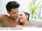 Couple intimately lie together in bath. Стоковое фото, агентство Wavebreak Media / Фотобанк Лори