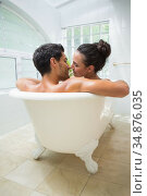 Attractive couple about to kiss in bath. Стоковое фото, агентство Wavebreak Media / Фотобанк Лори