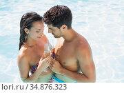 Attractive couple drink a flute of champagne. Стоковое фото, агентство Wavebreak Media / Фотобанк Лори