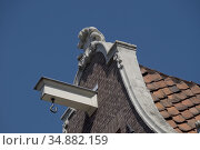 Typical Dutch gabled roof houses with hooks formerly used for elevating... Стоковое фото, фотограф Julio Etchart / age Fotostock / Фотобанк Лори