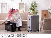 Old arab businessman preparing for business trip. Стоковое фото, фотограф Elnur / Фотобанк Лори