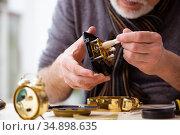 Old male watchmaker working in the workshop. Стоковое фото, фотограф Elnur / Фотобанк Лори