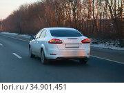 Car moves in winter on a country highway. Стоковое фото, фотограф Юрий Бизгаймер / Фотобанк Лори