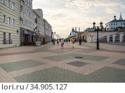 Bauman Street is a pedestrian street in the heart of Kazan (2018 год). Редакционное фото, фотограф Юлия Белоусова / Фотобанк Лори