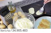 Cooking process of appetizing browned deruny from grated potatoes. Traditional Ukrainian cuisine. Стоковое видео, видеограф Яков Филимонов / Фотобанк Лори