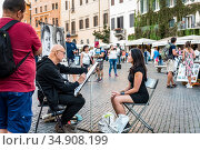 ROME, ITALY - SEPTEMBER 27, 2018: Artist drawing a girl in Piazza Navona in Rome. Редакционное фото, фотограф Сергей Фролов / Фотобанк Лори