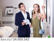 Couple choosing furniture in shop. Стоковое фото, фотограф Яков Филимонов / Фотобанк Лори