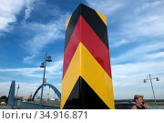 Germany, Frankfurt/Oder - German border post at the city bridge over the Oder to Slubice, Poland, on the other side of the river (2018 год). Редакционное фото, агентство Caro Photoagency / Фотобанк Лори