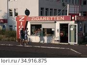 Poland, Slubice - Cigarette store specialized for German customers near border crossing to Frankfurt/Oder in Germany (2018 год). Редакционное фото, агентство Caro Photoagency / Фотобанк Лори