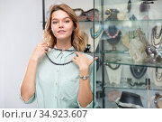 Girl trying on black hematite necklace. Стоковое фото, фотограф Яков Филимонов / Фотобанк Лори