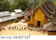 Wat Ban Saen is a remote forest temple situated in a 'Tai Loi' ('... (2015 год). Редакционное фото, фотограф David Henley / Pictures From History / age Fotostock / Фотобанк Лори