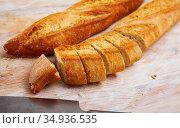 Whole and sliced french baguette. Стоковое фото, фотограф Яков Филимонов / Фотобанк Лори