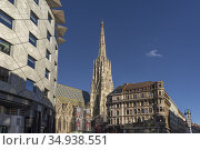 Der Stephansdom und Haus Zum goldenen Becher in Wien, Österreich, ... Стоковое фото, фотограф Peter Schickert / age Fotostock / Фотобанк Лори