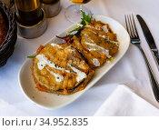 Battered eggplant slices with yogurt sauce. Стоковое фото, фотограф Яков Филимонов / Фотобанк Лори