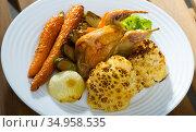Partridge with vegetables in honey-mustard sauce. Стоковое фото, фотограф Яков Филимонов / Фотобанк Лори