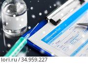 medical report, pen, syringe and medicine. Стоковое фото, фотограф Syda Productions / Фотобанк Лори