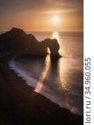 Durdle Door with sun casting a shadow in morning. Jurassic Coast, Lulworth, Dorset, England, UK. December 2008. Стоковое фото, фотограф Guy Edwardes / Nature Picture Library / Фотобанк Лори