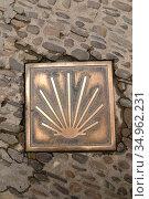Santo Domingo de la Calzada, Camino de Santiago road sign. La Rioja... Стоковое фото, фотограф J M Barres / age Fotostock / Фотобанк Лори