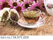 Чайный напиток  с эхинацеей пурпурной (Echinacea purpurea) сушеной,применяется в народной медицине как противовирусное. Стоковое фото, фотограф Наталия Кузнецова / Фотобанк Лори