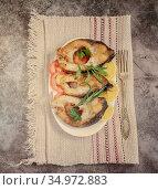 Fried fish carp on the table on a plate. Стоковое фото, фотограф Galina Tolochko / Фотобанк Лори