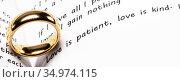 Golden wedding ring. Стоковое фото, фотограф Иван Михайлов / Фотобанк Лори