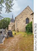 Жослен, Франция. Часовня Sainte-Croix и старое кладбище (2017 год). Стоковое фото, фотограф Rokhin Valery / Фотобанк Лори