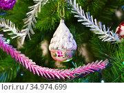 Домик. Ёлочная игрушка на ветвях искусственной ели. Стоковое фото, фотограф Dmitry29 / Фотобанк Лори