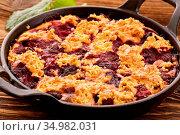 Dessert,crumble,kirsch crumble. Стоковое фото, фотограф HLPHOTO / easy Fotostock / Фотобанк Лори