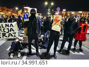Warsaw, Poland - October 26, 2020: Young women and men blocked the... Редакционное фото, фотограф Konrad Zelazowski / age Fotostock / Фотобанк Лори