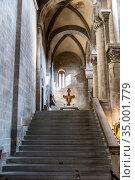 Strict and bright interior of the medieval church Santa Maria della Pieve in Arezzo, Tuscany, Italy (2018 год). Стоковое фото, фотограф Сергей Фролов / Фотобанк Лори