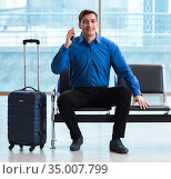 Man wairing to boarding in airport lounge room. Стоковое фото, фотограф Elnur / Фотобанк Лори