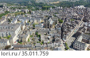 Scenic aerial view of summer cityscape of Dinan overlooking Gothic building of Catholic Church of Saint Malo, France. Стоковое видео, видеограф Яков Филимонов / Фотобанк Лори