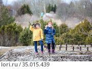 Children left without adult supervision walking on concrete structure, two Caucasian sisters. Стоковое фото, фотограф Кекяляйнен Андрей / Фотобанк Лори